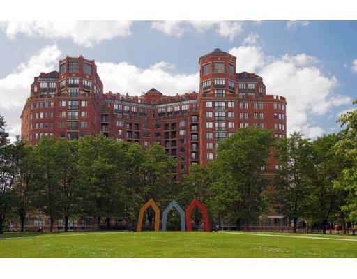 Click for River Court Condominiums slideshow
